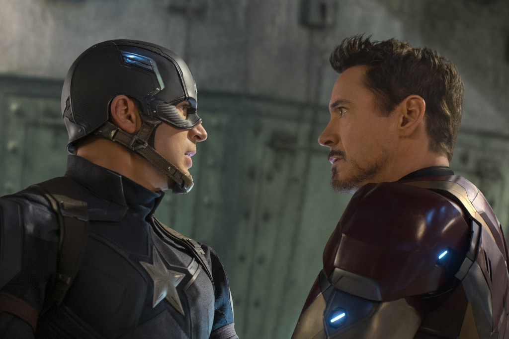 Captain America: Civil War..L to R: Captain America/Steve Rogers (Chris Evans) and Iron Man/Tony Stark (Robert Downey Jr.) ..Ph: Zade Rosenthal ..?Marvel 2016